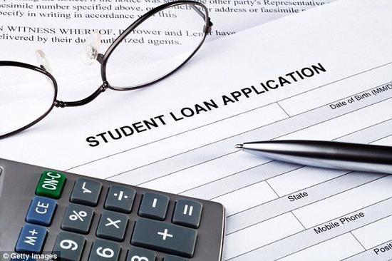 美国大学生学习成本增加 难以按时还助学贷款