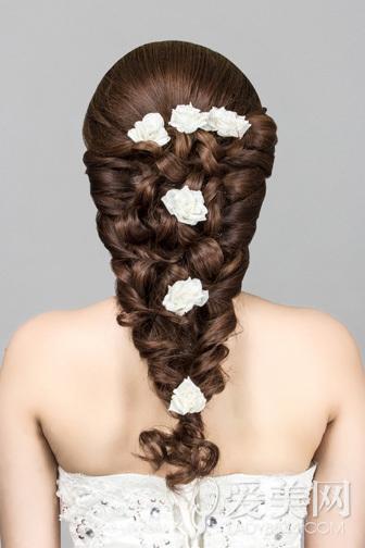 韩式新娘发型 花朵点缀更浪漫图片