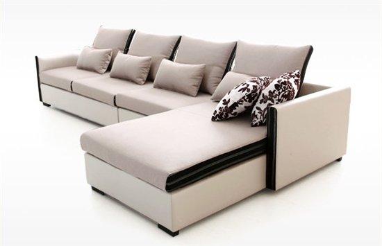 很多人对自己的客厅该搭配怎样的沙发感到困扰,一款风格简约的沙发,看着大方,而且搭配容易,无疑能够解决这个烦恼。现代客厅风格越来越追求简约,简约风格的沙发也受到了追捧。它们不仅时尚美观,而且百搭,不用费劲研究客厅的风格,只需要挑选一款适合的沙发,足以打造时尚客厅。今天小编带来了12款简约风格的转角布艺沙发,多种款式供你选择,绝对有您合心意的一款。  简洁双色布艺沙发 品牌:尚越家居 samyok 价格:2800.