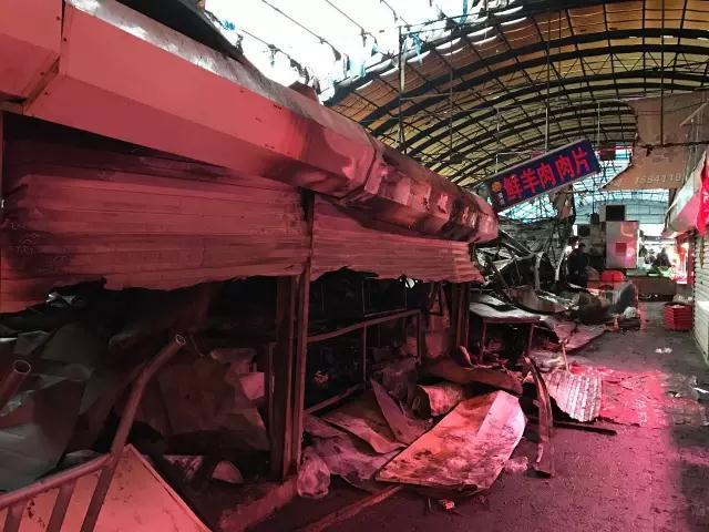 普兰店丰荣市场突发大火 损失超过50万元