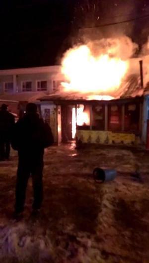 丹东烧烤店起火需要两次灭火?消防称是水蒸气
