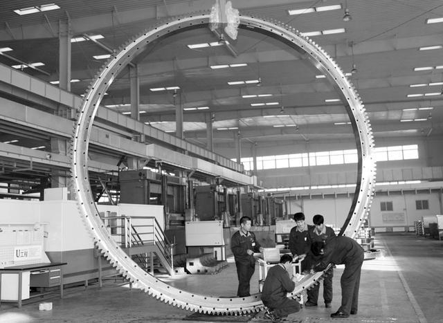 瓦轴生产世界最大吨位轴承 外径达11米(图)