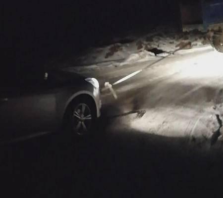 本溪深山现诡异车祸 夫妻驾车被困山崖