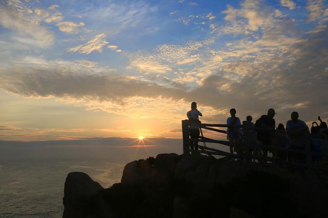 舟山 东海之嵊山岛东崖绝壁观日出