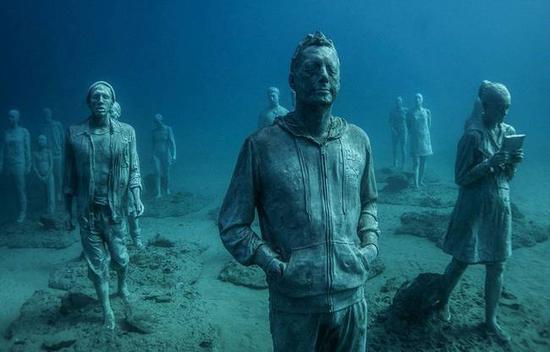 意大利兰萨罗特令人惊叹的海底水下雕塑
