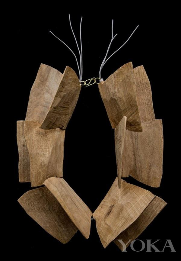 泥土木头也能做首饰?建筑感让它们很时髦