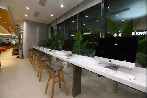 """平安产险3.0智能体验店落沪,""""爱心接力""""助力平安村教"""