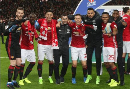 UEDBET庆祝曼联夺冠英联杯,罗霍披欧冠围巾