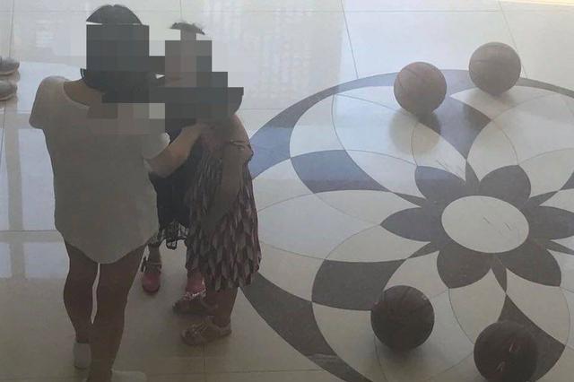 铁岭新区楼梯间变成篮球场孩子拍球吵闹无人