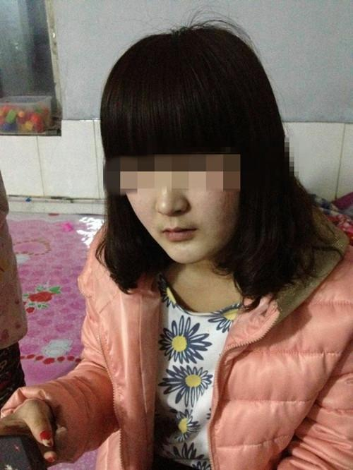 15岁少女因母亲生二胎 气离家赴五爱街打工