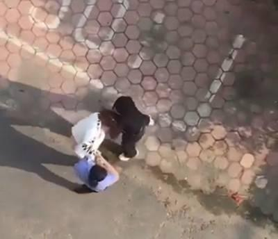 网传丹东女警打人 官方:不是警察 已拘留