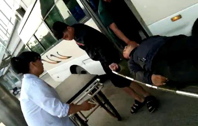 乘客突发病 线路班车客串120紧急救命