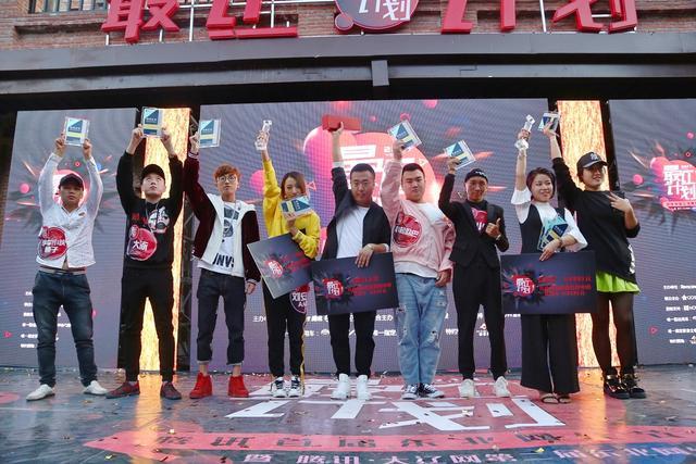 """差一点就哭了!""""hi王婆""""获东北网红节总决赛冠军"""