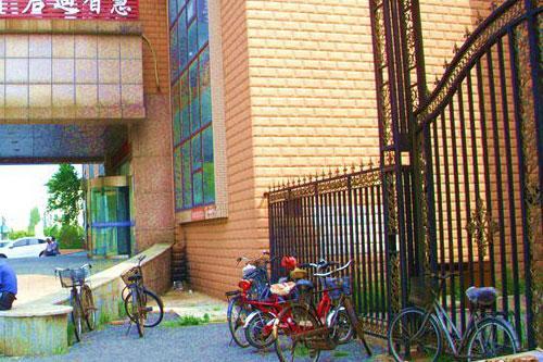 营口多辆自行车在图书馆门前丢失