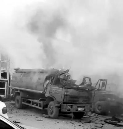 汽修厂内油罐车爆炸 一名中年男子当场身亡