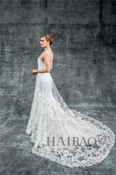 armstrong 2015秋冬婚纱系列为我们打造的是王室风格的婚纱礼服,设计