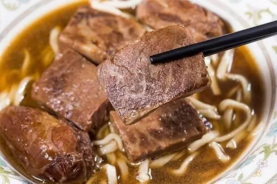 一碗牛肉面卖两千块,打飞机来吃,凭啥?