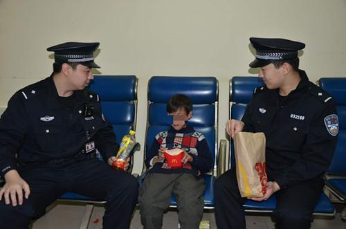 沈阳母亲登火车 把10岁儿子丢在车站