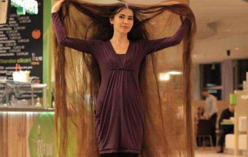 超奇葩女孩20年未剪头发 头发长达2.3米