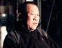 金辉,1953年生人,铜冶炼精炼炉工人,经历30年严重污染,至今呼吸稍显困难
