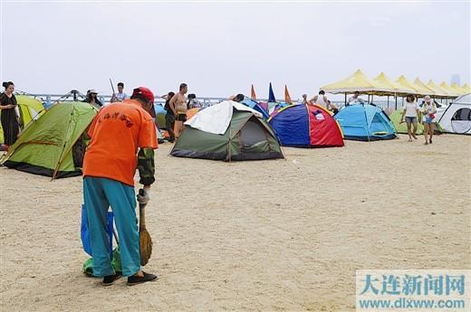 星海湾区域4家海水浴场双休日接待10多万人