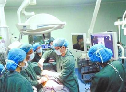 7个月胎儿患心脏病 穿透孕妇肚皮给胎儿做手术