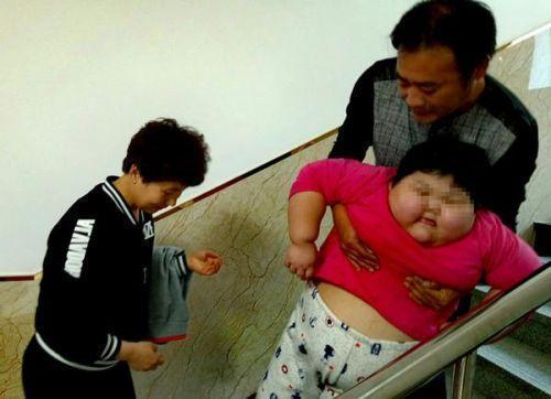 7岁娃4年暴涨120斤爹妈急坏了 来长春求医