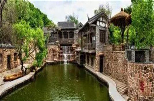 千山脚下竟藏着一座中式古朴园林 你造吗