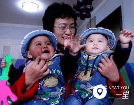 """沈阳有一对世界罕见的""""黑白""""双胞胎小姐妹"""