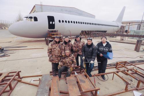 开原男子纯手工造了一架飞机 花80万用了40吨铁