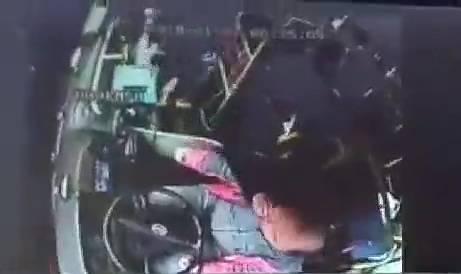 开原大爷辱骂殴打公交司机被行拘 司机没还口没还手