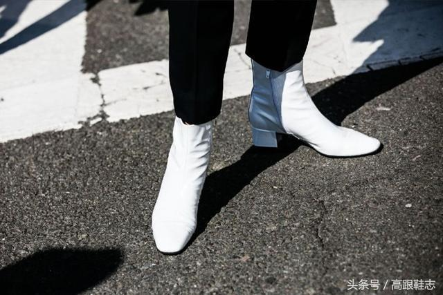 人气超模Gigi上街,除运动鞋,黑色长筒靴穿搭也是她的至爱