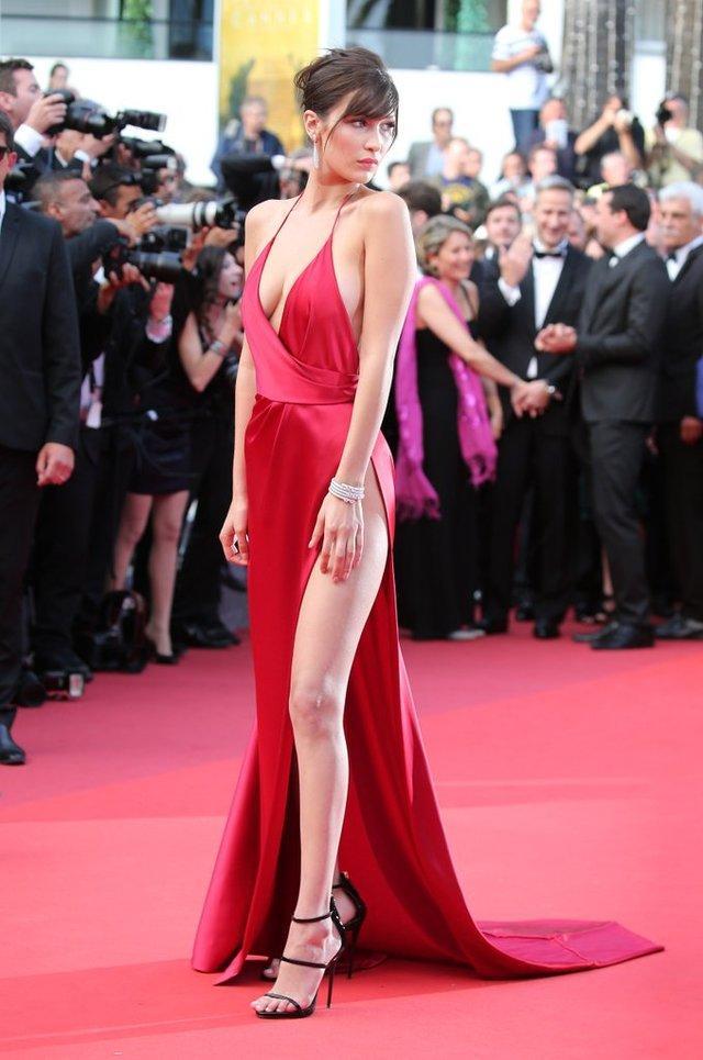 Bella Hadid身着Alexandre Vauthier亮相2016 戛纳