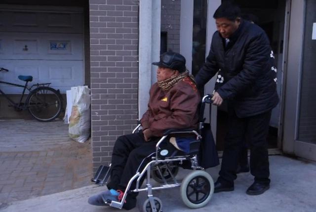 暖心:沈阳一网约车司机免费接送透析老人两年