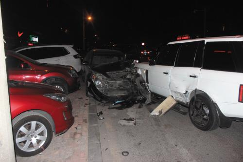 路虎闯红灯致七车受损 一起事故竟涉及六种违法行为