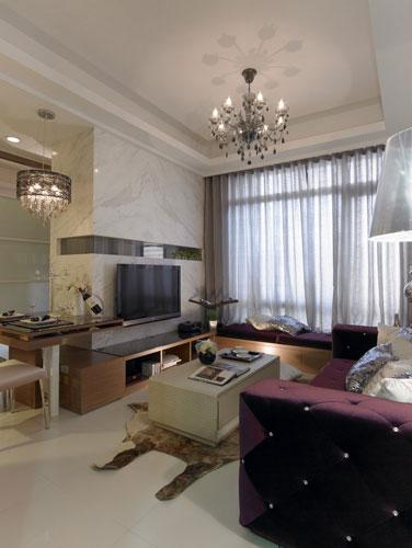 客厅设计    设计重点:客厅整体    编辑点评:利用两盏灯饰提亮空间