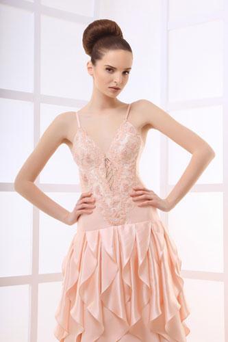 唯美柔和裸粉色婚纱礼服