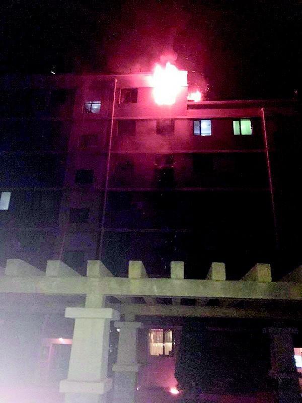沙河口区一居民楼凌晨起火 男子不幸身亡(图)