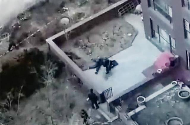 本溪明山威宁大街附近一男子从高层坠下 当场身亡