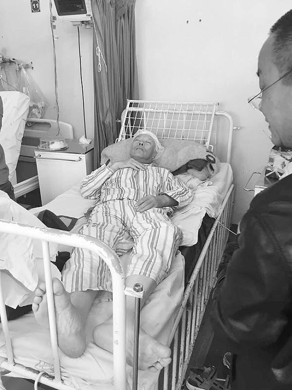 大连籍翻译南非机场胃出血昏迷 被同行男子抛下