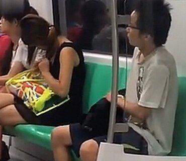 南京地铁十号线男子手淫浑身哆嗦