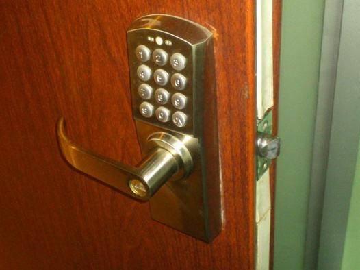 铁岭一洗浴中心现神秘密码门 里面竟是卖淫场所