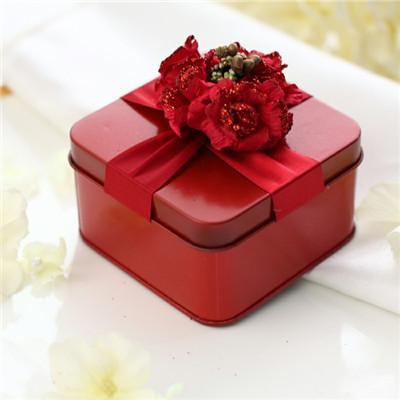 中式浪漫红色系婚礼喜糖盒   与西方的婚礼甜品相对应的便是中国婚礼