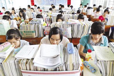 高考复读现象调查:压力大 成绩少能大幅提高