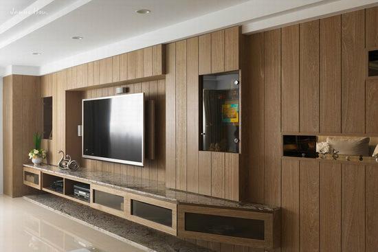 设计重点:电视主墙    编辑点评:电视主墙除了具有收纳与展示等机