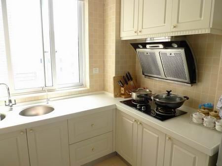 90平米小户型装修图 厨房有个大的窗户 做饭的时候很明亮