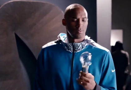 科比新广告变身爱迪生 实验室研究高端灯泡