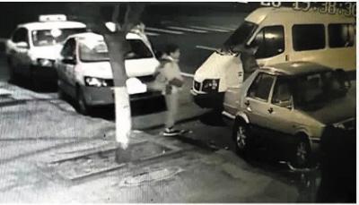 秒包车撞的士 司机悬赏千元寻逃逸女司机