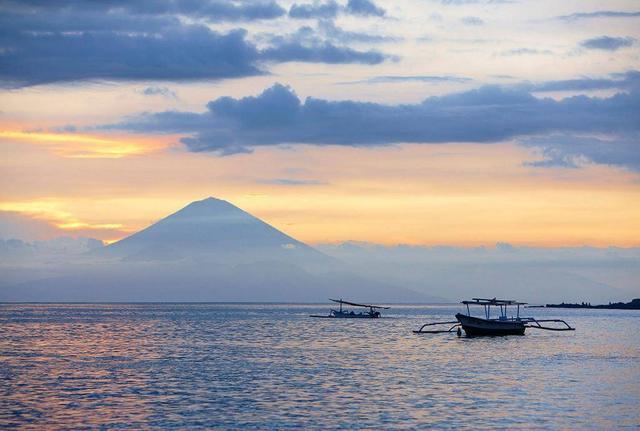 对中国免签的超冷门海岛 就在巴厘岛旁边 再不去人就多了