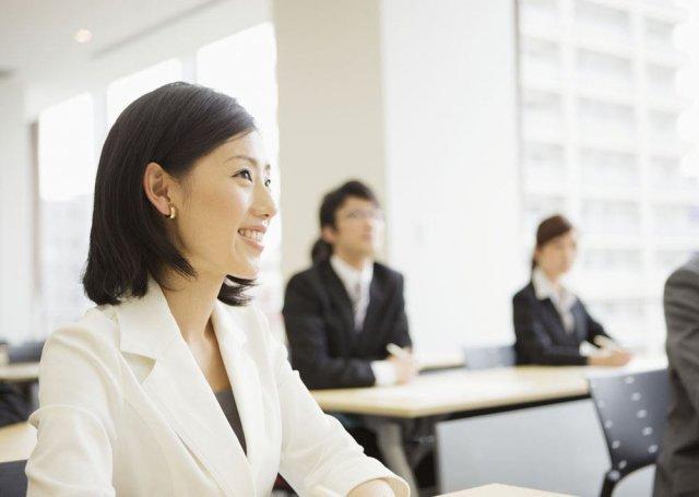 白领招聘岗位平均月薪6622元 文秘成竞争最激烈职业